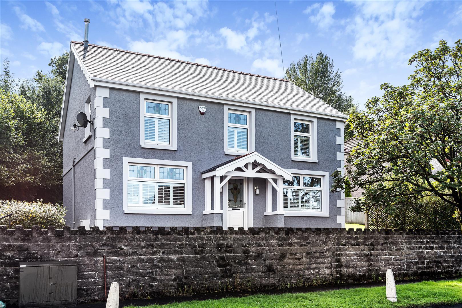 Victoria Road, Wauarlwydd, Swansea, SA5 4SX